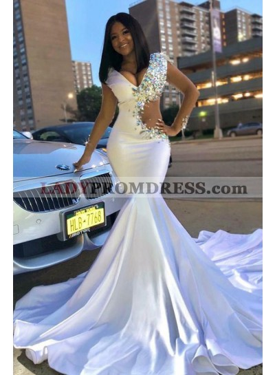 2020 Sexy White V-neck Mermaid/Trumpet Beaded Prom Dresses