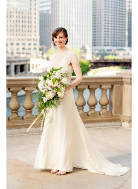 2021 Elegant A Line Deep V Neck Chiffon Lace With Short Sleeves Wedding Dresses