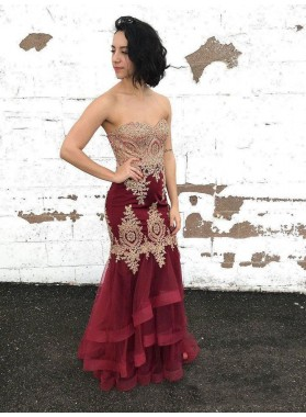 2021 Glamorous Burgundy Strapless Sweetheart High-Low Tiers Applique Beaded Organza Prom Dresses
