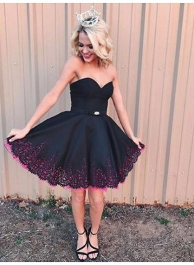 Strapless Sweetheart A Line Lace Black Pleated Above Knee Satin Homecoming Dresses