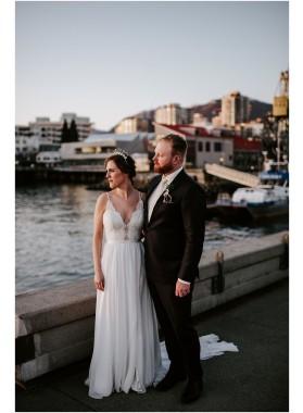 2020 Cheap A Line/Princess Chiffon V Neck Lace Backless Long Beach Wedding Dresses / Bridal Gowns