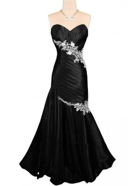 2020 Sheath Sweetheart Strapless Black With White Appliques Lace Up Back Beach Wedding Dresses