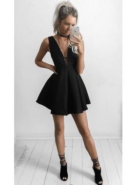 Princess/A-Line Deep V-Neck Black Satin Short Homecoming/Prom Dresses with Pleats