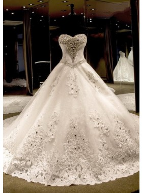 Tulle Chapel Train Ball Gown Sleeveless Sweetheart Lace Up Wedding Dresses / Gowns With Appliqued Beaded