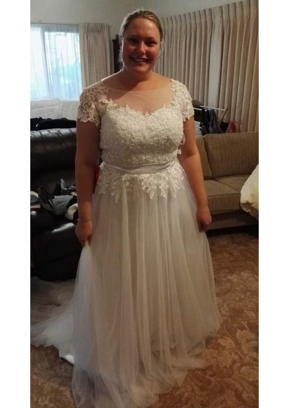 2020 Cheap A Line Capped Sleeves Tulle Scoop Plus Size Beach Wedding Dresses,Princess Wedding Dresses Plus Size